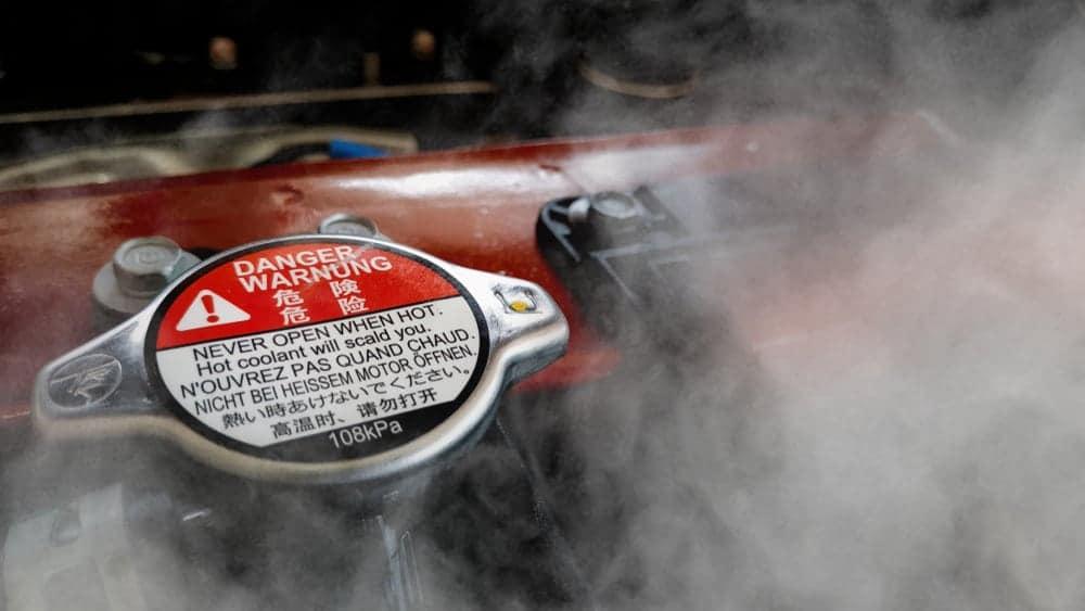 Vapor de agua a través del tapón del radiador